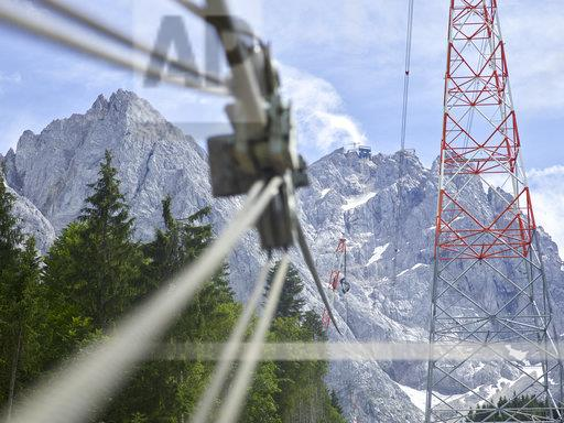Germany, Bavaria, Garmisch-Partenkirchen, Zugspitze, installers working on poles of a goods cable lift