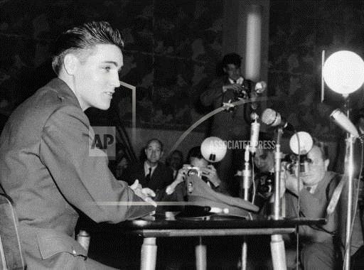 AP I DEU PRESLEY ELVIS/PRESS CON2