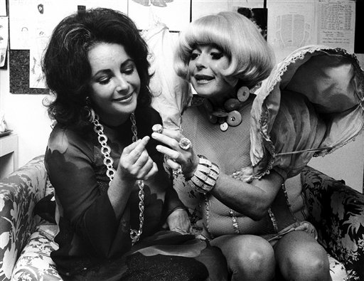USA New York Elizabeth Taylor and Carol Channing