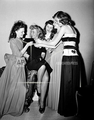 Associated Press Domestic News Dist. of Columbia United States Entertainment JOAN BLONDELL AND FRIENDS