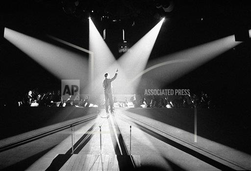 Watchf AP A  DC USA APHS399371 Yves Montand