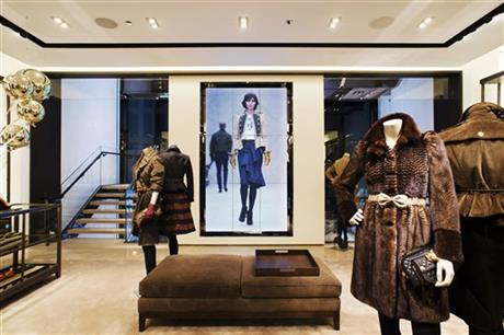 Fashion-Burberry Goes Digital