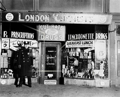 AP I USA COLL KILLED IN STORE 1932