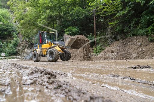 Clearing work after landslides in the Kirnitzschtal valley