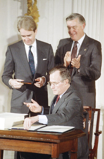 Watchf Associated Press Domestic News  Dist. of Col United States APHS177353 George H. Bush