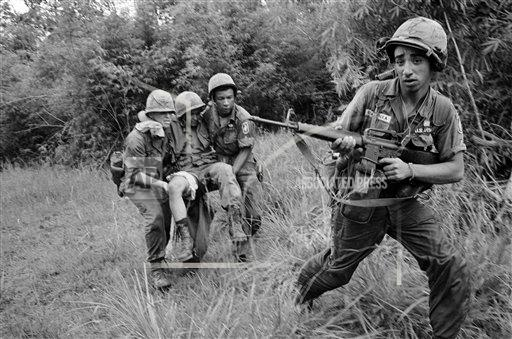 Watchf AP I   VNM APHS89400 Vietnam War US Wounded