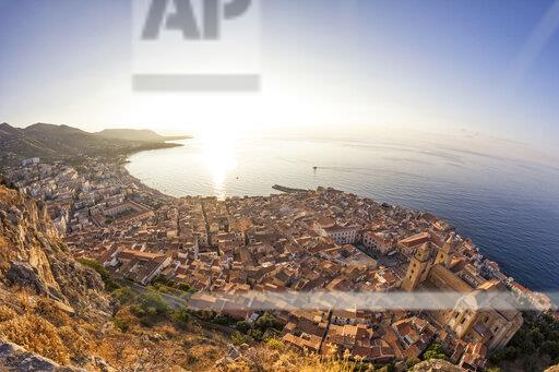 Sicily, Cefalu, View to old town of Cefalu, Cefalu Cathedral at sunrise, view from Rocca di Cefalu