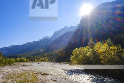 Austria, Tyrol, Karwendel mountains, River Isar in Hinterautal