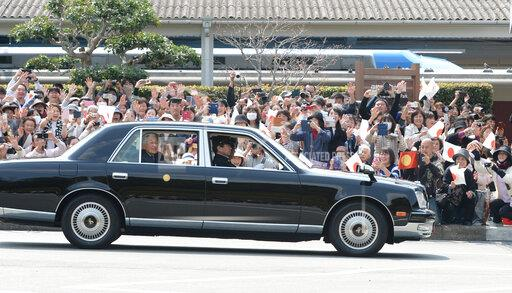 Japan's Imperial Couple goes through Ise on way back to Tokyo