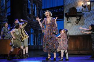 "Jane Lynch, The cast of ""Annie"""