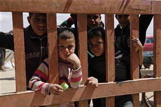 Mideast Syrian Refugees Fenced In