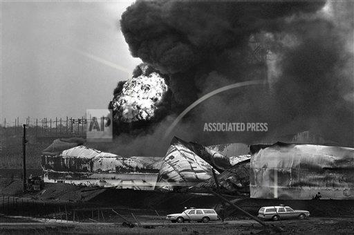 Watchf AP A  NJ USA APHS339556 Oil Disasters