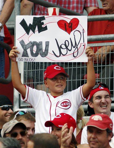 fan votto sign