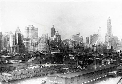 AP I USA AIRSHIP OVER NEW YORK 1927