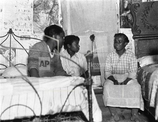 Watchf AP A   USA APHS330854 Sharecroppers