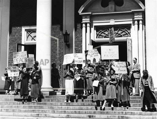Watchf Associated Press Domestic News  New York United States APHS51168  Vassar students against the war