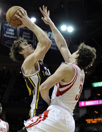 Omer Asik, Gordon Hayward