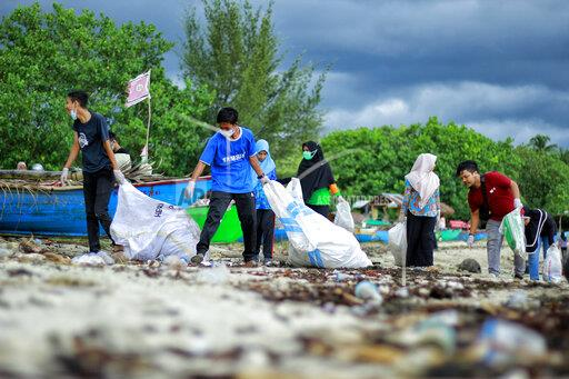 Students cleanup in Meulaboh, Indonesia - 18 Aug 2019