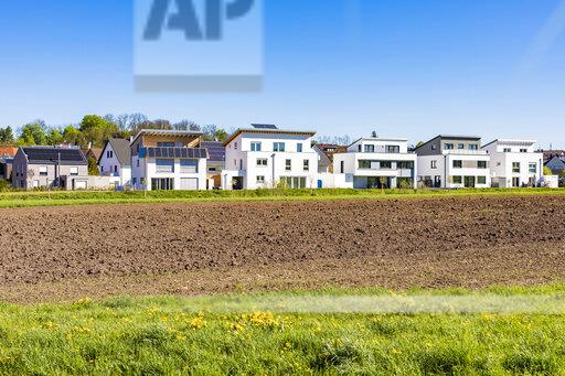 Germany, Magstadt, modern one-family houses with solar thermal energy