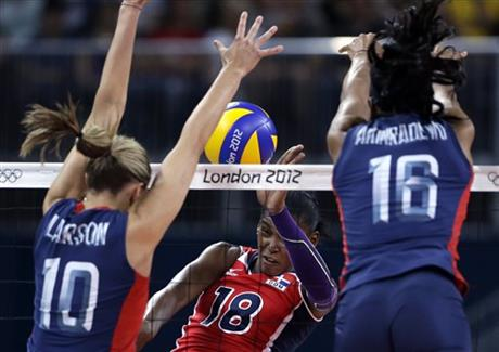 Jordan Larson, Foluke Akinradewo, Bethania de la Cruz de Pena
