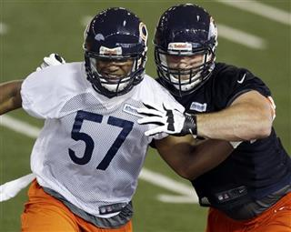 Kyle Long (75), Jonathan Bostic
