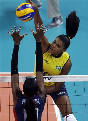 Destinee Hooker, Fernanda Rodrigues