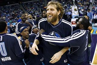 Dirk Nowitzki, Mike James