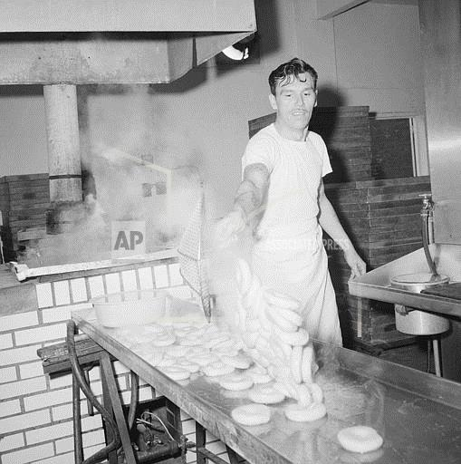 Watchf Associated Press Domestic News  New York United States APHS56914 Boiled Bagels