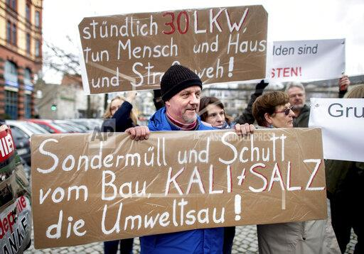 Protest against covering potash dumps in Lower Saxony