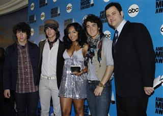Jimmy Kimmel, Ashanti, Joseph Jonas, Nicholas Jonas, Kevin Jonas