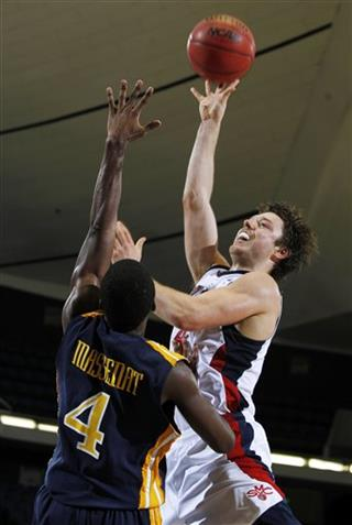 Matthew Dellavedova, Frantz Massenat