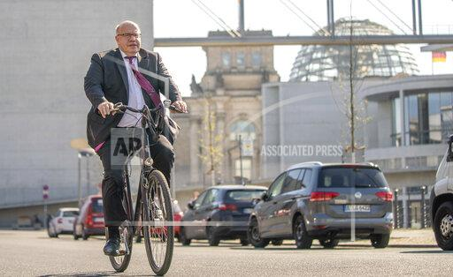 Coronavirus - Altmaier with bicycle to the press conference