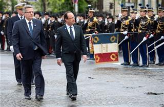 Bronislaw Komorowski, Francois Hollande