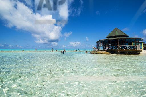 Carribean, Colombia, San Andres, tourists in resort on El Acuario