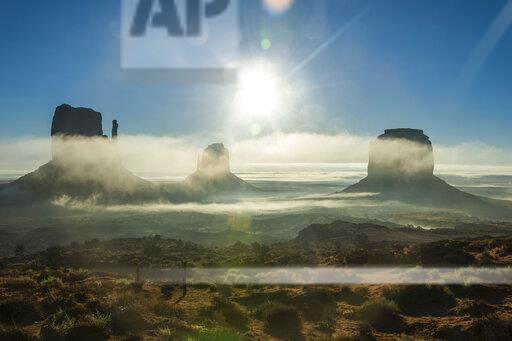 USA, Arizona, Monument valley at sunrise