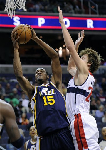 Derrick Favors, Jan Vesely