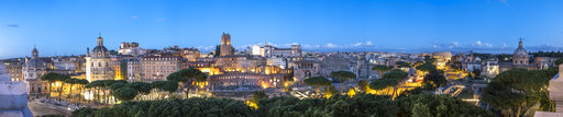 Italy, Rome, Cityview, Panoramic view of Via de Fori Imperiali in the evening