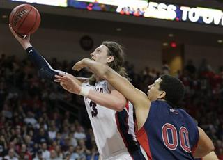 Kelly Olynyk, Brad Waldow