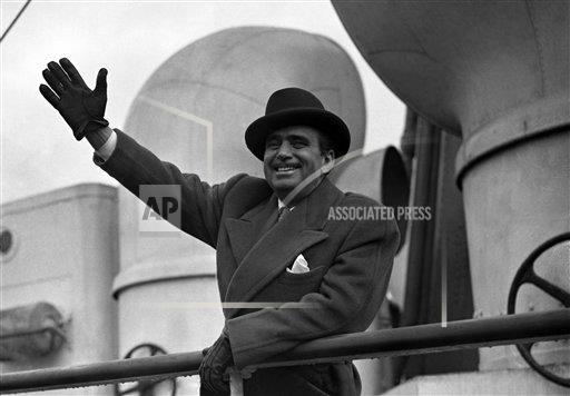 Watchf AP I   GBR XEN APHSL014 Douglas Fairbanks returns to the US