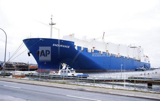 """Ship """"Endurance"""" with US Army tanks arrives in Bremerhaven"""