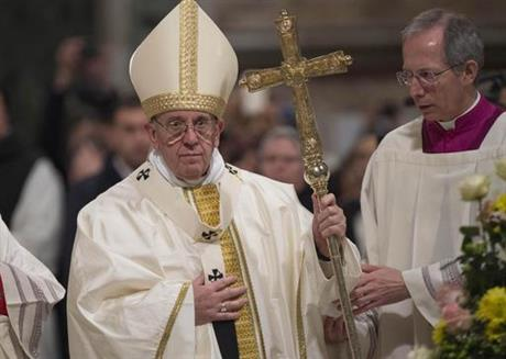 """Pope: I'll judge Trump after we see what he does - In an interview published Saturday evening by Spanish newspaper El Pais, Francis says he doesn't like """"judging people early. We'll see what Trump does."""""""