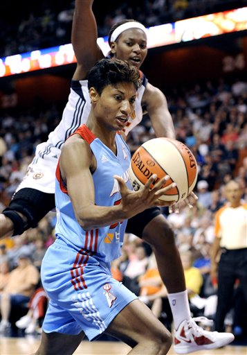 Angel McCoughtry, Asjha Jones