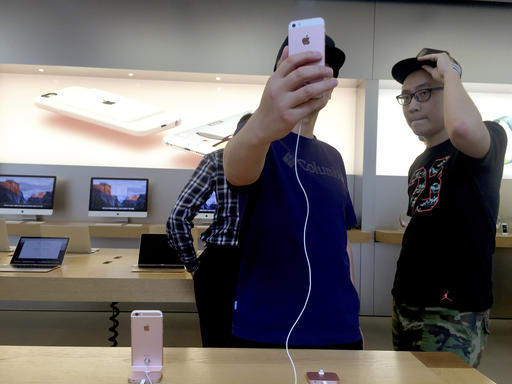 Apple loses Chinese lawsuit over iPhone name