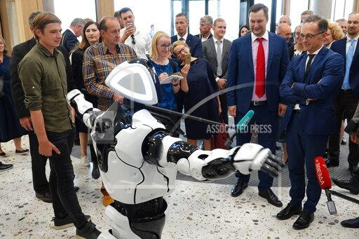 Meuse in Russia - Robot Promobot