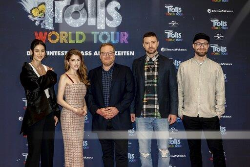 Group photo at the Trolls World Tour Photocall