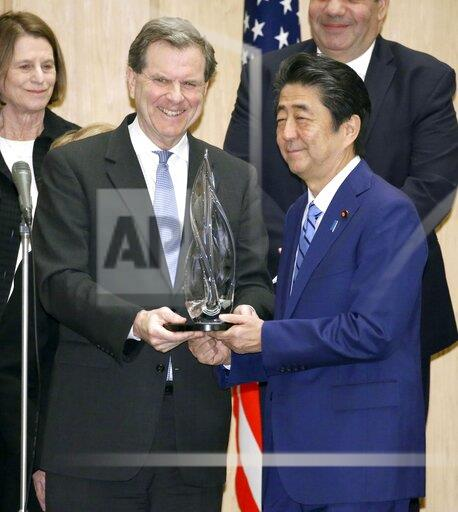 Japan's PM receives award from U.S. Jewish committee