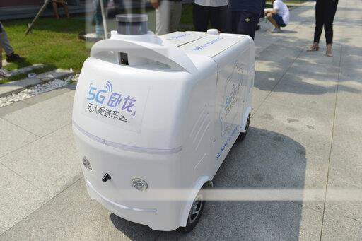 CHINA JIANGSU NANJING UNMANNED 5G DELIVERY VEHICLE