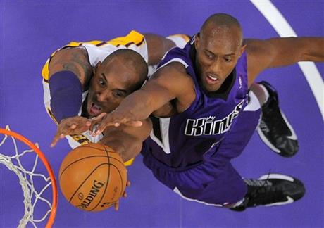 Kobe Bryant, Travis Outlaw