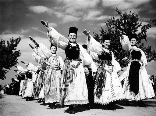 Watchf AP I   ROM APHSL43265 Romania Germans in National Costume