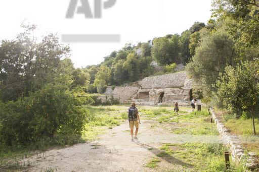 Italy, Sicily, Province of Ragusa, Parco Archeologico Forza, Cava d'Ispica